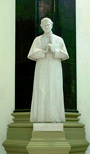 La statua di Don Bosco
